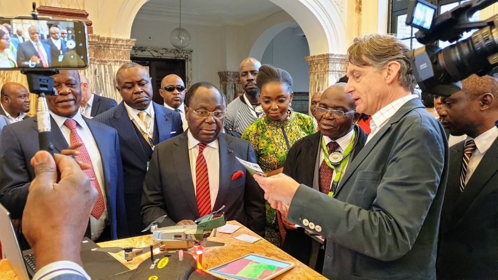 Presenting the ThirdEye service to Prime Minister Mouamba